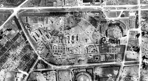 Vue aérienne du stalag VI D, après le bombardement de Dortmund du 21 février 1945